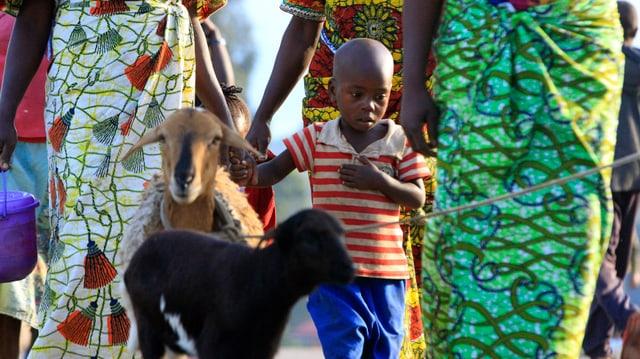 Kind mit Mutter im Kongo.