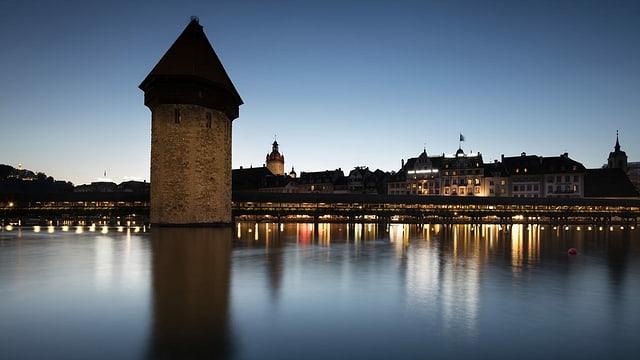 Wasserturm mit Kapellbrücke in Luzern