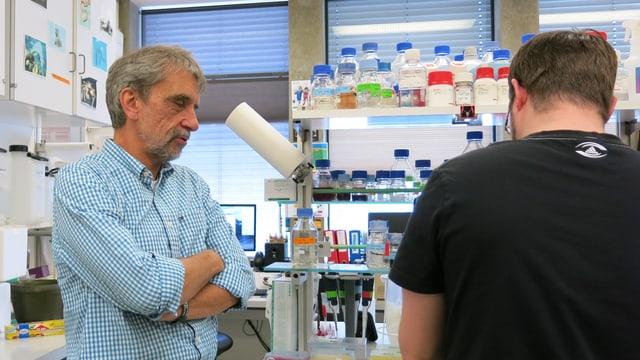 Zwei Männer im Labor