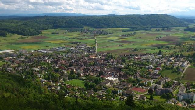 Diese beiden Schaffhauser Gemeinden haben bereits fusioniert: Beringen (im Vordergrund) und Guntmadingen von oben fotografiert..