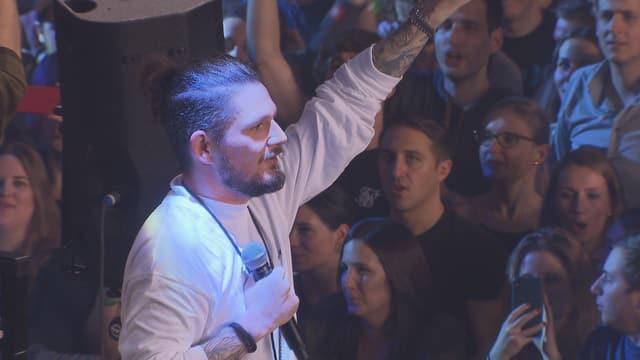 Il romontsch da la gruppa Breitbild amez ses fans.