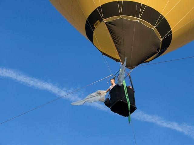 Mann im Heissluftballon