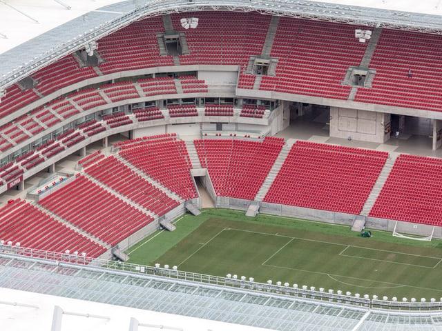 Blick von oben in den engen Kessel der Arena Pernambuco.