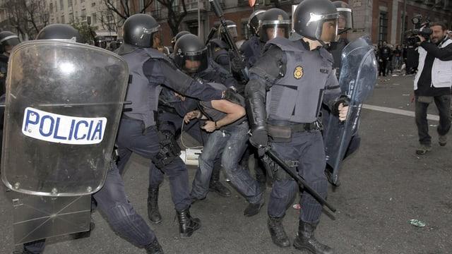Polizisten in Madrid im Einsatz