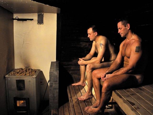 In der sauna nackte männer Nackte Amateur