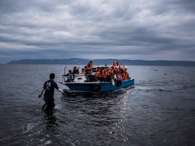 Flüchtlinge bei ihrer Ankunft auf Lesbos im Dezember 2015