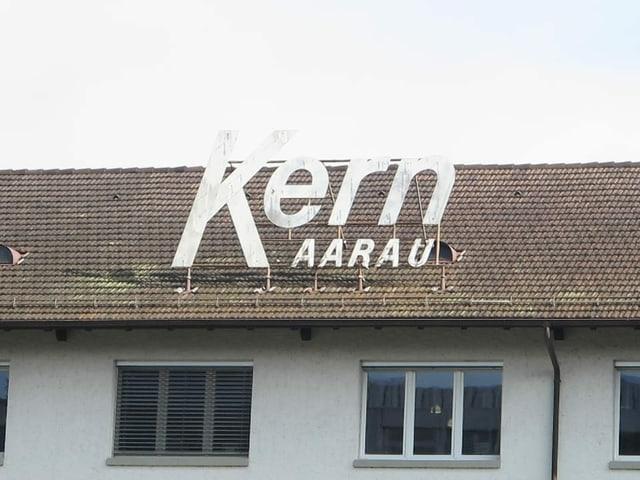 Schriftzug Kern auf Dach.