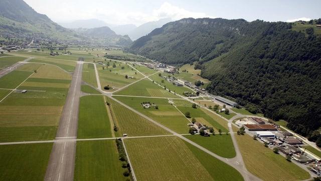 Der Flughafen Buochs aus der Vogelperspektive.