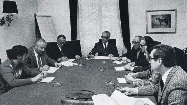 Alfons Maissen presidiescha ina seduta da la Cumissiun Radioscola