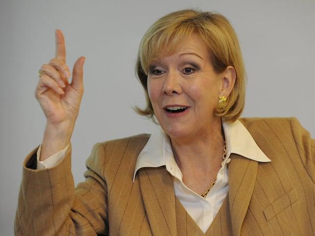 Monika Ribar, CEO Panalpina Holding von 2006 bis 2013, gestikuliert an einer Medienkonferenz. (keystone)