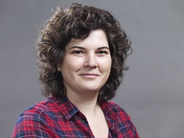Porträt von Korintha Bärtsch, die für die Grünen um einen Sitz in der Luzerner Kantonsregierung kandidideren will.