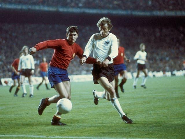 Als linker Aussenverteidiger lief Camacho zwischen 1975 bis 1988 auch für die spanische Nationalmannschaft auf. In 81 Spielen gelang ihm dabei kein Treffer.