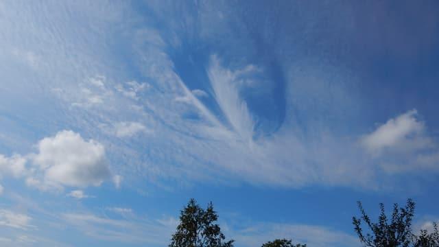 Die Wolke war über weiten Teilen des Berner Mittellandes zu sehen.