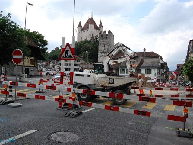 Baustelle mit Thuner Schloss im Hintergrund
