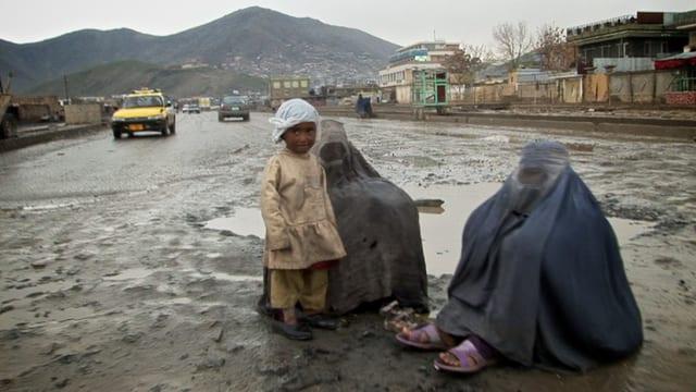 Zwei Frauen in Afghanistan
