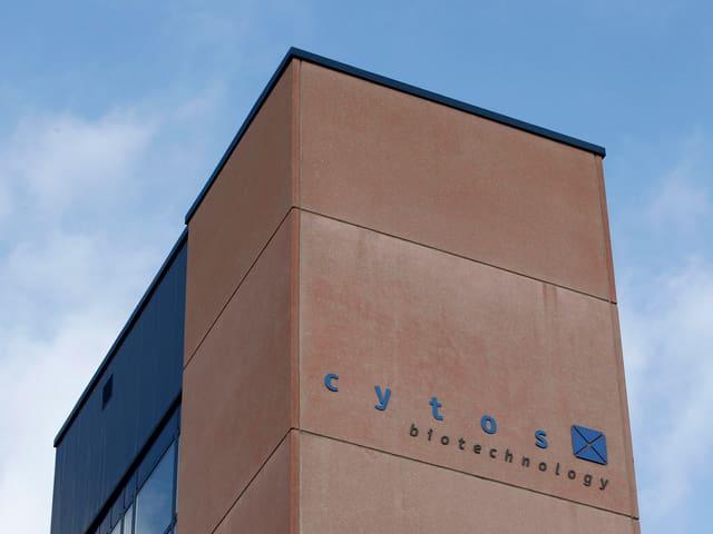 Cytos-Schriftzug an Gebäude