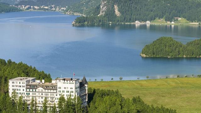 Blick auf das Hotel Waldhaus in Sils-Maria.