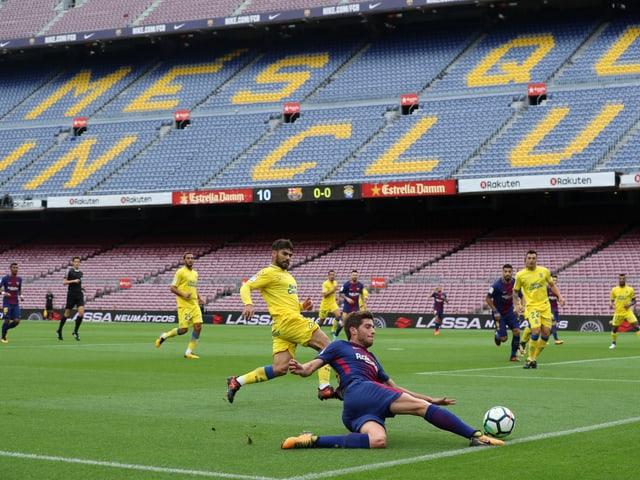 Ein Blick auf die leeren Tribünen im Camp Nou.