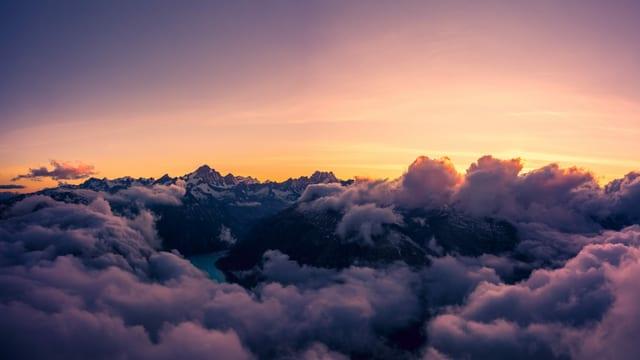 Morgenstimmung mit Quellwolken am Grimselpass