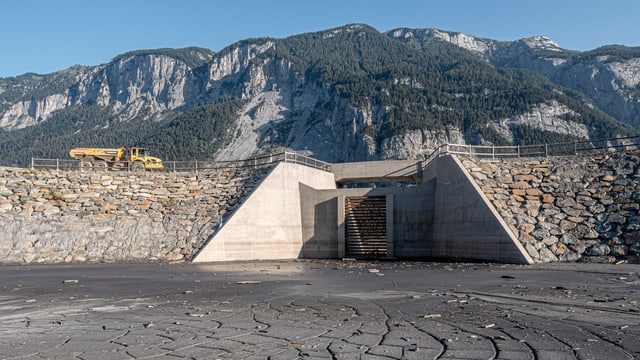 La construcziun da protecziun e la punt provisorica han custà tut en tut 26 milliuns francs.