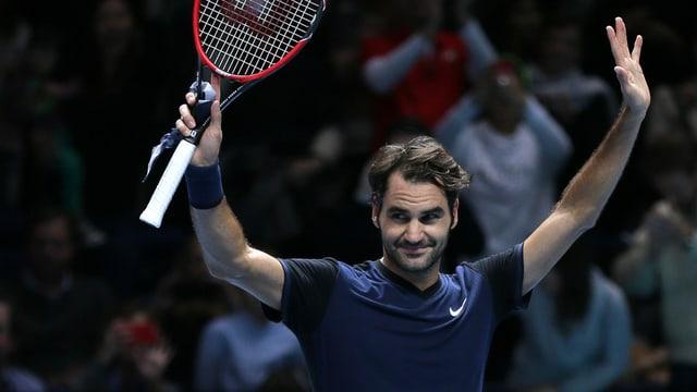 Roger Federer giubilescha suenter la victoria en il mezfinal cunter ses ami Stan Wawrinka a Londra.