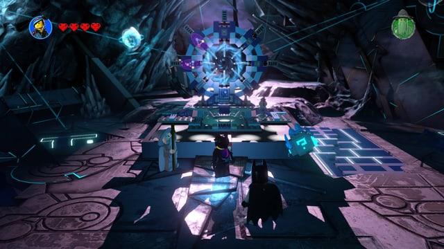 Unsere drei Helden vor dem frisch zusammengebauten Portal.