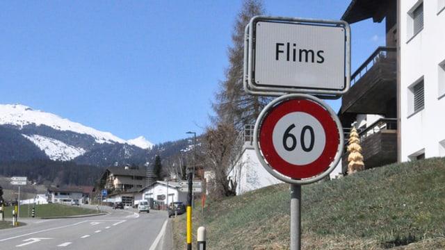 Ortseinfahrt Flims mit Schild.