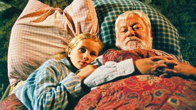 Heidi und Alpöhi liegen nebeneinander im Bett