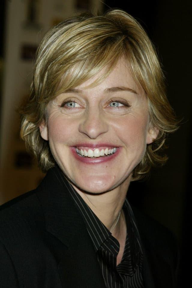 Nach dem Karrieren-Tief aufgrund ihres Outings als homosexuell startet Ellen DeGeneres 2003 mit ihrer eigenen Show durch.
