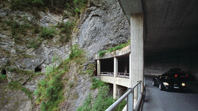 Auto im Tunnel