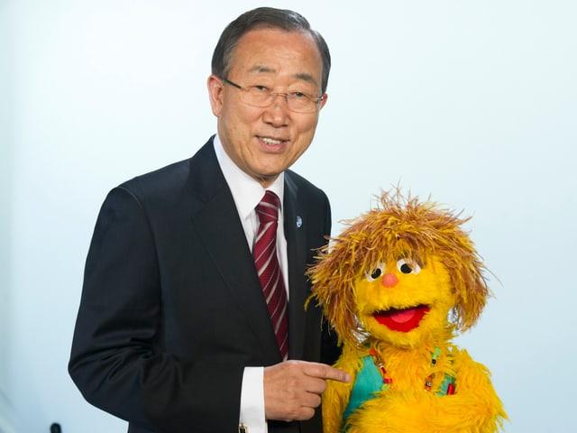 In der südafrikanischen Sesamstrasse wird Aids thematisiert. UNO-Generalsekretär Ban Ki-moon outete sich als Fan.