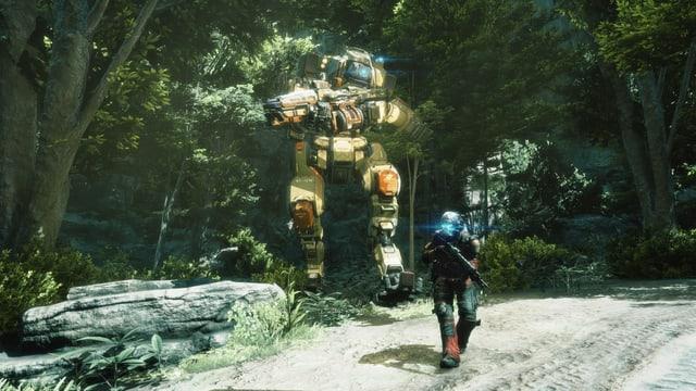 Ein Kampfroboter und sein Pilot wandern durch den Wald.