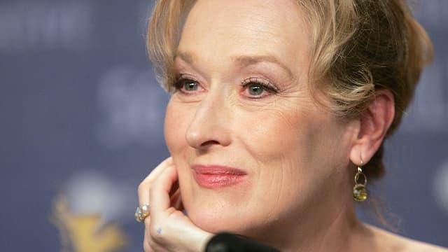 Meryl Streep von der Seite.