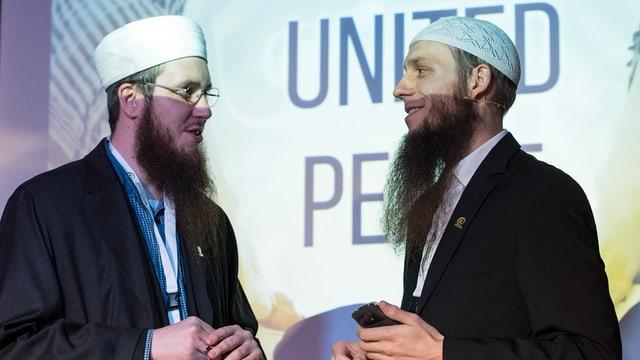 Qaasim Illi e Nicolas Blancho dal 'Cussegl central islamic da la Svizra'.