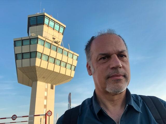 Peter Voegeli beim Flughafen Tegel