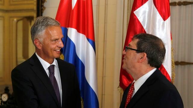 Il minister da l'exteriur da la Svizra, Didier Burkhalter cun ses collega d'uffizi Bruno Eduardo Rodriguez.