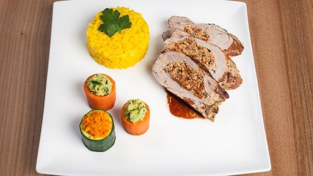 Schweinsfilet mit Risotto und Gemüse.