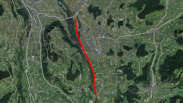 Eine Luftaufnahme, die Autobahn ist rot eingezeichnet.