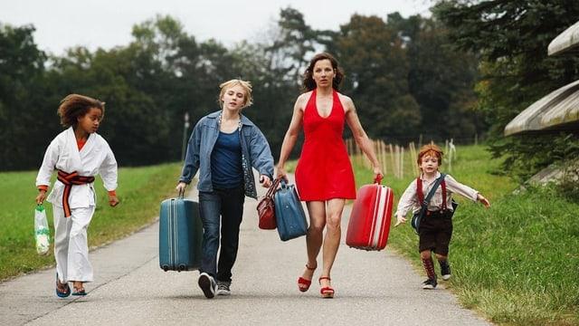 Mutter Roberta mit ihren drei Kindern.
