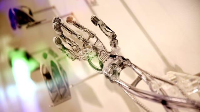 Eine transparente Handprothese aus dem 3D-Drucker.