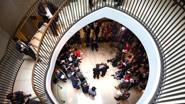 Blick in das Treppenhaus des CIA-Gebäudes, anlässlich einer früheren Verkündung von Russland-Sanktionen.