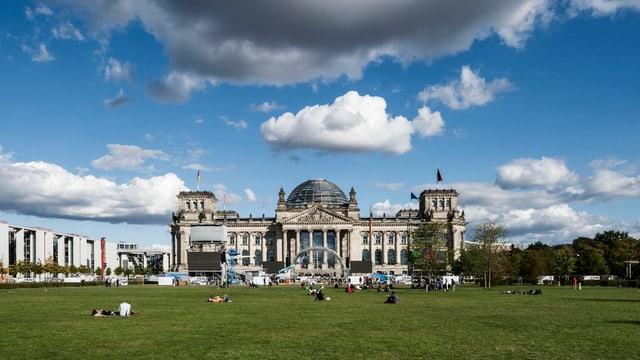 Der Bundestag wird bald über aktive Einsätze im Kampf gegen die Terrormiliz IS entscheiden.