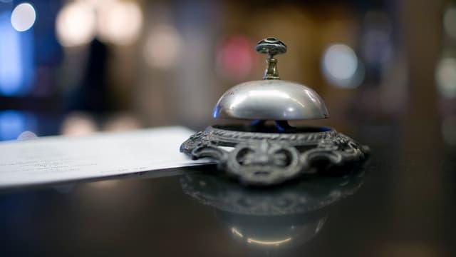 Glocke an einer Hotelrezeption