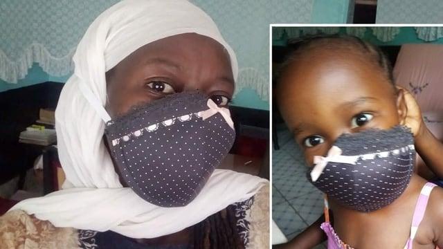 Eine Frau und ein Kind mit Masken.