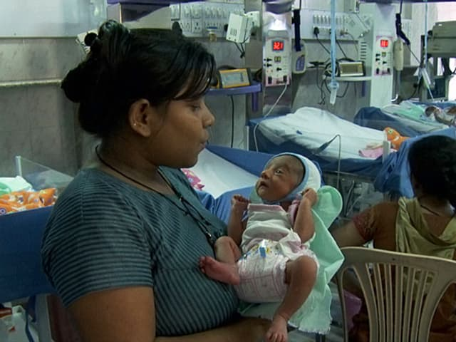 Leihmutter Papiha mit Baby