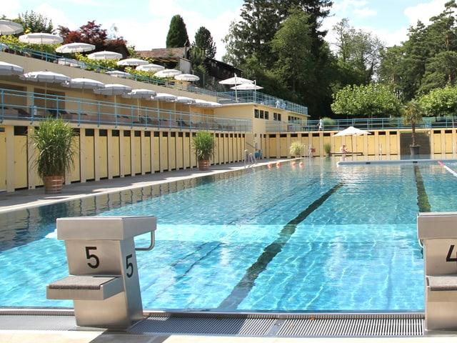 Blick aufs Schwimmbad