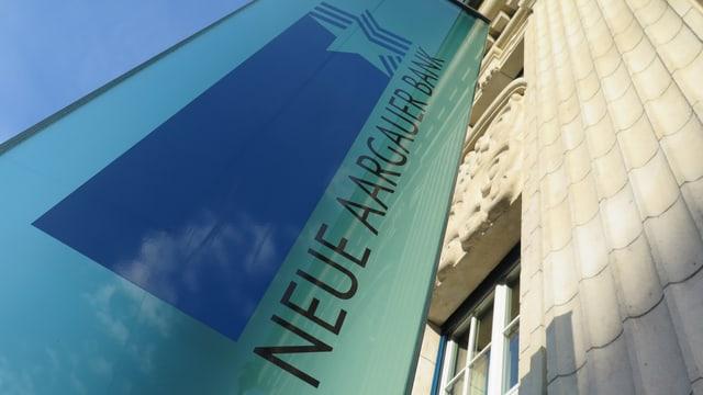Firmenlogo vor dem Hauptsitz in Aarau