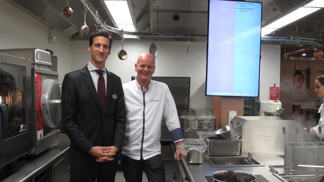 Gastroleiter Luzi Seiler und Küchenchef Johan Breedijk in der Küche vom Montana Restaurant.