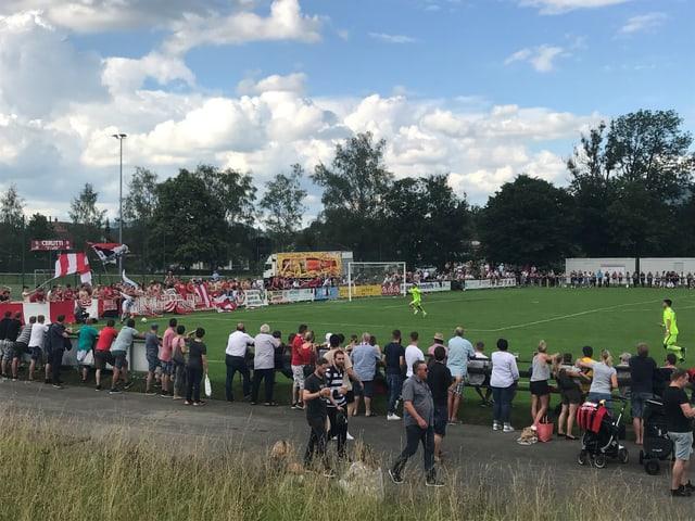 Fussballplatz Münsingen mit der Solothurner Fankurve