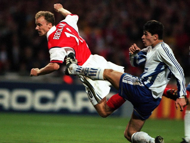 Dennis Bergkamp in der Champions League 1998.